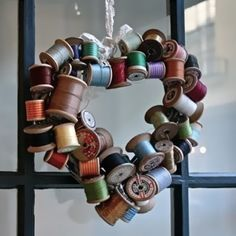 ~ Spools of Thread Heart Wreath ~ Want to make one for my Laundry/Sewing room