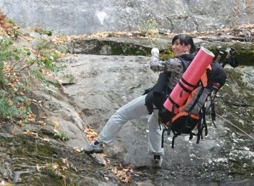 """В Судаке научат, как выжить в экстремальных условиях http://www.newc.info/news/21081/  Навыки выживания в экстремальных ситуациях получат участники семидневного тура, который организует судакский Центр экстремального туризма и активного отдыха """"Seal"""".  """"Подводная экстрим-неделя"""" позволит научиться самому выживать в горах и в воде, а также оказывать помощь другим лю"""