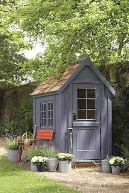 klassischer Garten von The Posh Shed Company