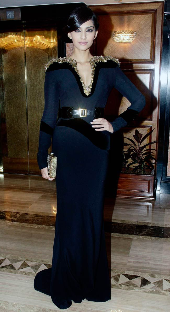 Sonam Kapoor yet again turned heads with her black gown at the Vogue Beauty award night.