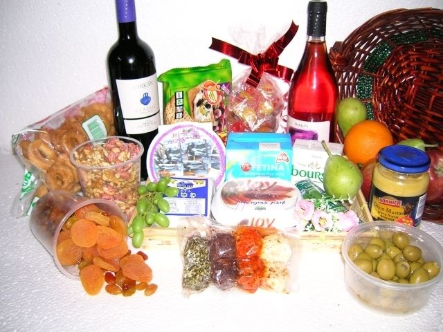 Visit www.gift-Israel.com to see 200 kosher gift baskets ready for delivery  in Israel