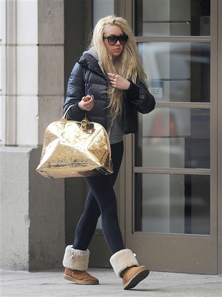 Report: Amanda Bynes arrested in New York, treated at psychiatric hospital