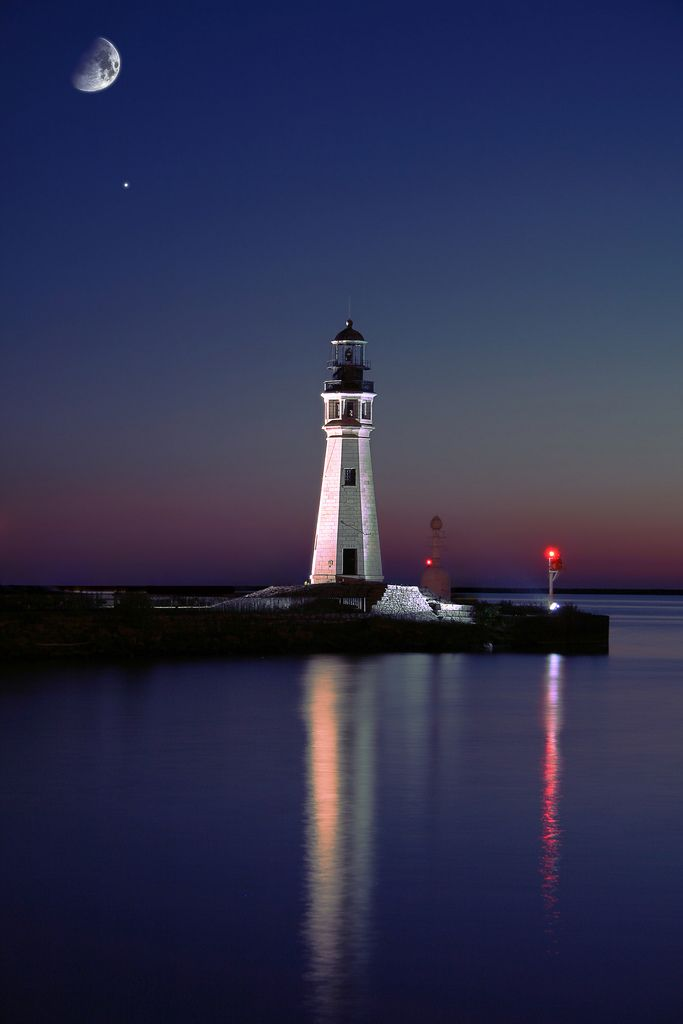 Farol do Lago Erie em Buffalo, estado de Nova York, USA.  Fotografia: lastsnare99 no Flickr.