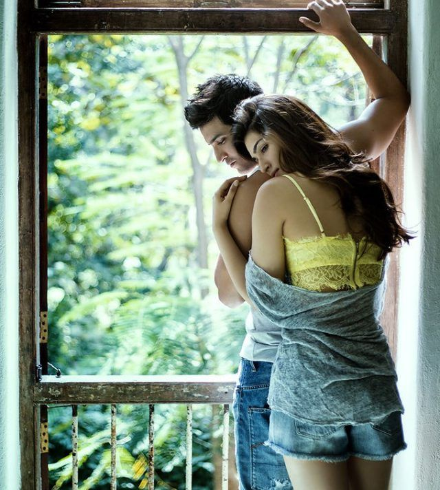 Rumours about Kriti Sanon and Sushant Singh Rajput's alleged relationship have been doing the rounds for a while now. The two of them met on the sets of Raabta a little after Sushant's split with Ankita Lokhande and really did get along like a house on fire. Though both of them have... http://indytags.com/kriti-sanon-sushant-singh-rajput-look-madly-in-love-on-raabtas-first-poster/