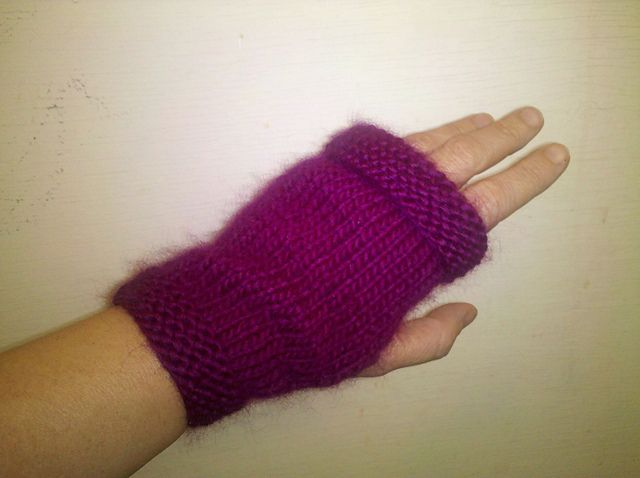 Flat Knitting Patterns : 17 Best images about Fingerless Mitts on Pinterest Free pattern, Ravelry an...