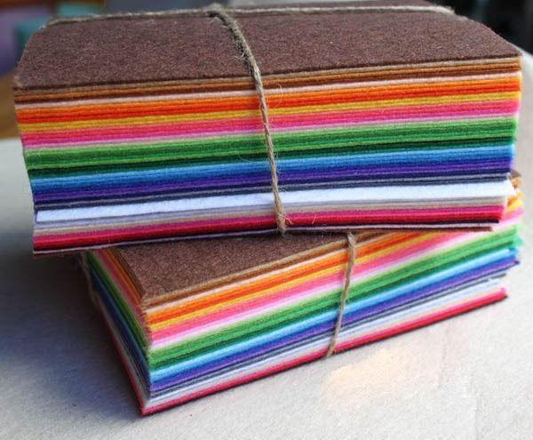 30 kr på Ebay. 12 flotte ark med filt, velg mellom fire sett. Dette er ikke egnet til søm som går fra hverandre på grunn av stivheten, men er perfekt til å sy pynt, spisebrikker, juledekorasjoner osv.