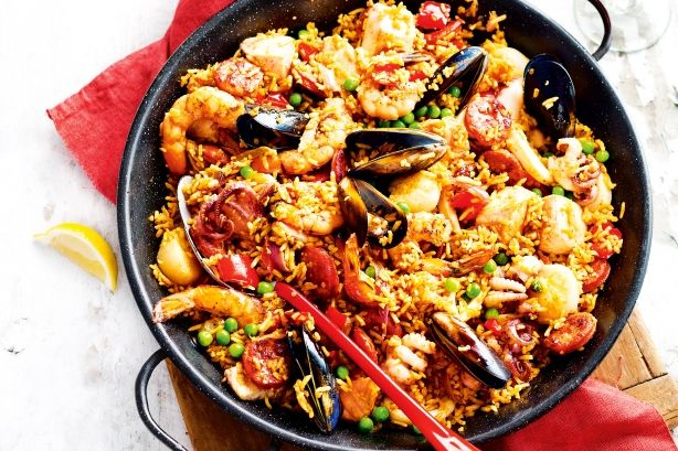You'll say ole to this popular one-pan dish. It's weeknight gourmet Spanish-style.