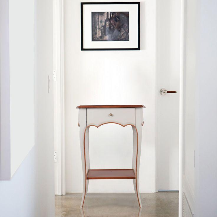 Meja Oeillet berwarna abu-abu terang adalah contoh indah furnitur bergaya Prancis. Kombinasi kurva dari desainer yang sangat indah. Lengkung bagian atas yang menyambungkan lekukan pada sisi bagian meja, dan kaki yang ramping di desain dengan sempurna bersatu dengan lekukan pada sisi dan rel, dan kaki melengkung yang ramping disain ke lantai. Kayu Mahoni solid dan teknik pembuatan furnitur secara tradisional, menjamin kualitas dan ketahanan dalam setiap produk. Lapisan cat abu-abu terang…