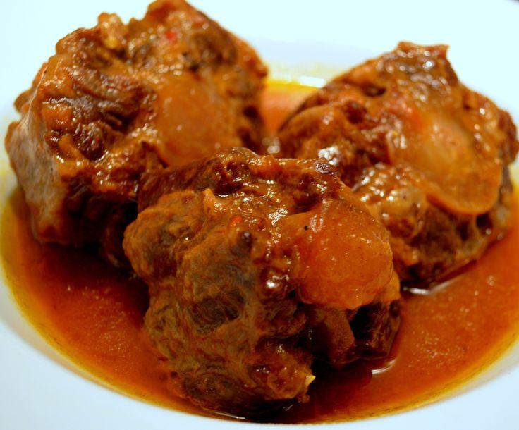 Rabo de ternera guisado (Oxtail stew)