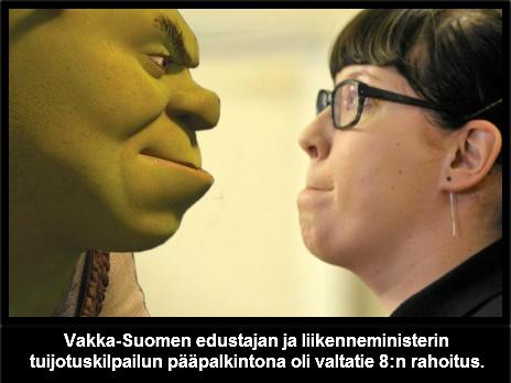 Liikenneministeri ja Turku-Pori tien kannattaja tuijotuskisassa.
