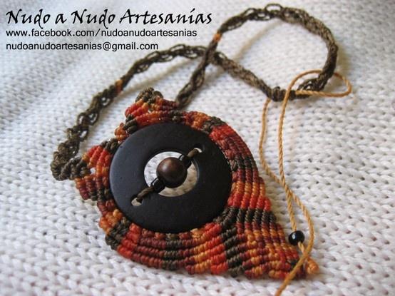 """Collar """"Afrika Colours"""" Realizado con madera y macramé"""