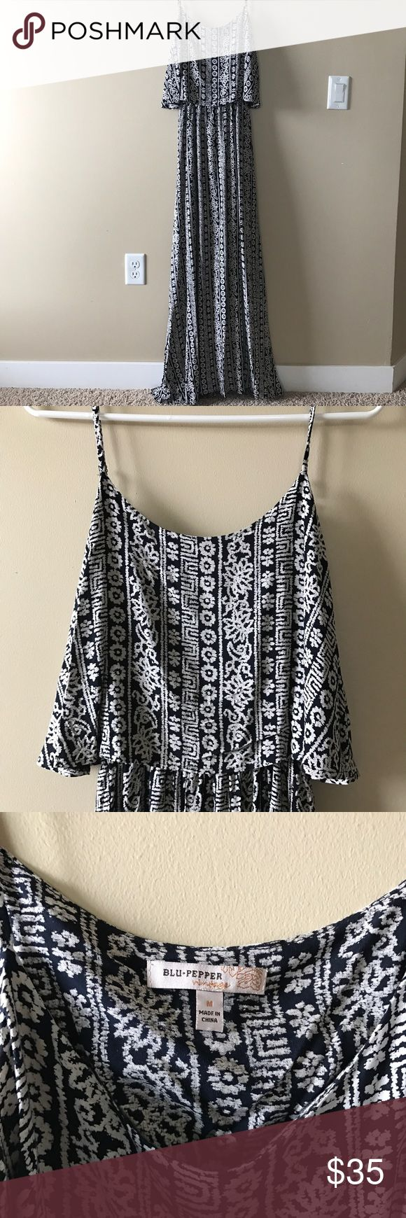 """Blu Pepper Maxi dress. Charcoal grey and white bohemian patterned maxi dress. Great summertime dress! I am 5'8"""" and it hits just below my ankle. Blu Pepper Dresses Maxi"""