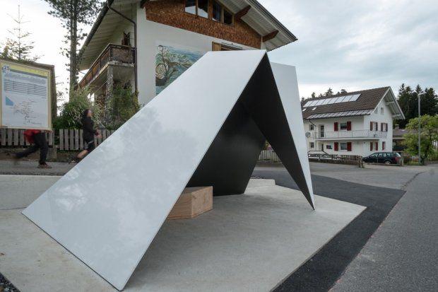 Przystanek autorstwa Architecten de Vylder Vinck Tallieu stworzony w ramach programu BUS:STOP Krumbach
