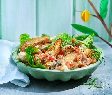 Recept: Kycklinginnerfilé med råstekt blomkål och kycklingbacon