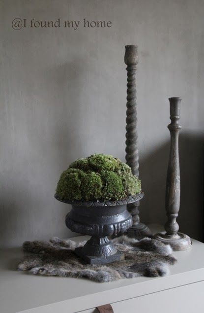 Franse gietijzeren vaas met mos