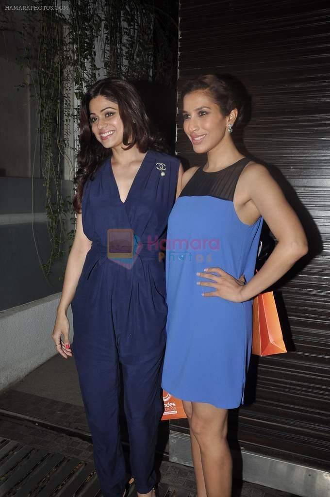 Shamita Shetty, Sophie Chaudhary at Simone Khan's birthday bash in Sanjay Khan's Residence, Mumbai on 12th Feb 2014 / Shamita Shetty - Bollywood Photos