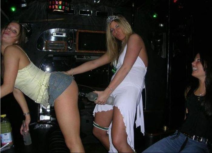 Bilderesultat for embarrassing nightclub photos girls