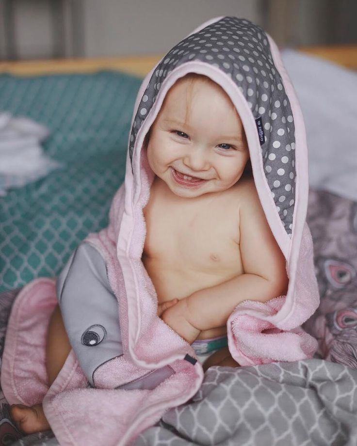 Zaffiro bathing cover made of very absorbent and soft terry cotton enables careful drying of the wet and warmed body after bath.