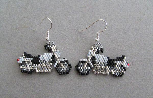 Motorcycle Earrings in delica seed beads por DsBeadedCrochetedEtc