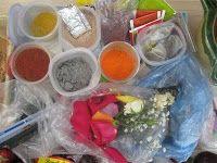 Pinturas rupestres, arte rupestre.Materiales: Agua, carbón, té, flores de colores, consome de pollo, café, cacao, comino, pigmentos naturales.