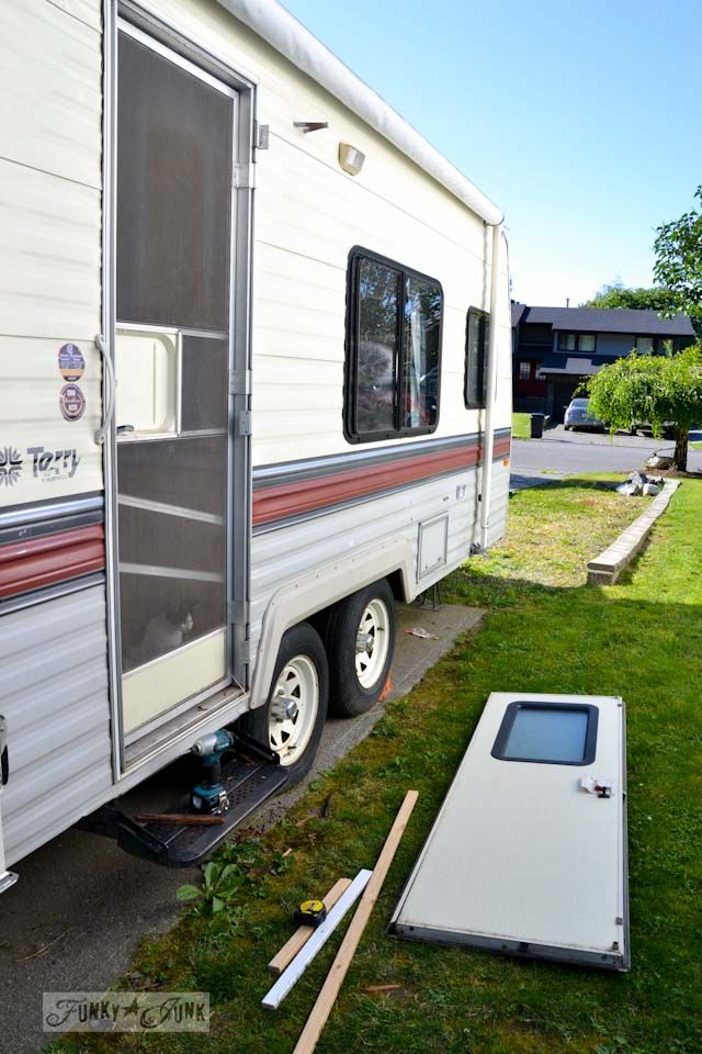 The $1.67 travel trailer door fix and a lesson. An inspiring read (and tutorial!) on what happens when you... kill your trailer? via Funky Junk Interiors