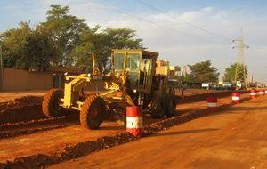 Sogea-Satom s'est vu notifié la réalisation de la route Goudel - Tondibia, près de Niamey. Pour un montant de 36 M€, le projet est financé par la BOAD (Banque Ouest Africaine de Développement), l'Etat du Niger et la BIDC (Banque d'investissement et de Développement de la CEDEAO, la Communauté des Etats d'Afrique de l'Ouest).