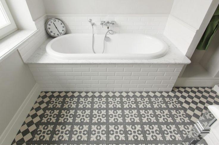 Łazienka w płytkach. Bathroom in tiles.