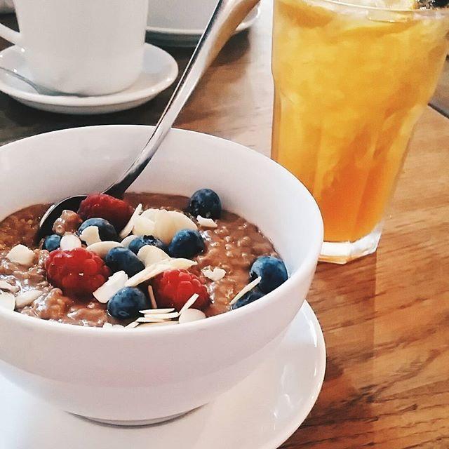 Śniadanie mistrzów. 😉 #bal #balnazablociu #millet #pudding #berries #lemonade #vegan #breakfast #cracowbreakfastspots