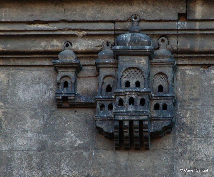 burada istanbul var: İstanbul'daki Kuş Evleri ve Kuş Sebilleri-Üsküdar Ayazma Camii Üzerindeki Kuş Evi