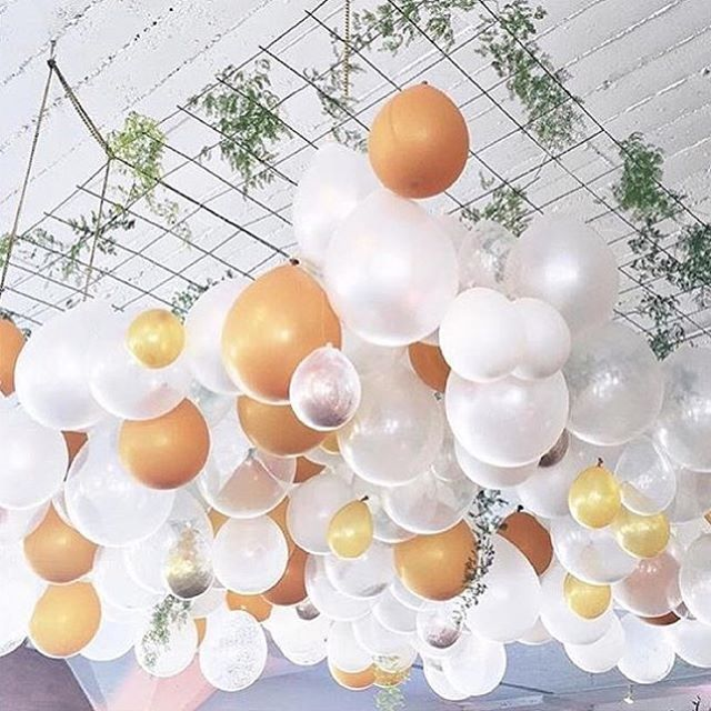 25 best ideas about balloon ceiling decorations on for Balloon decoration for ceiling