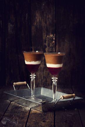 "Estas copas estáaaaaaaaaaaaaaaaaan... De muerte!! La receta es una adaptación (muy adaptada) del libro ""Chocolate"" de Maxine Clark y aun..."