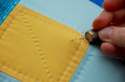 Think you need a sewing machine to make a beautiful quilt?  You don't!  Try hand-quilting!  You'll love it!  Here's how!    http://sewmamasew.com/blog2/2010/05/learn-how-to-hand-quilt/