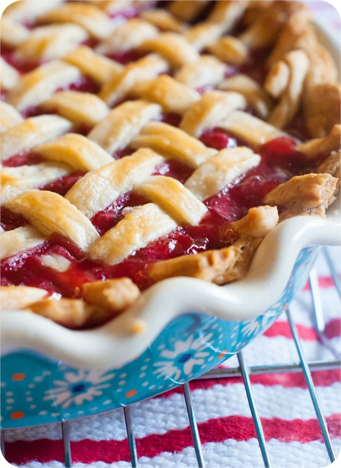 tart cherry pie recipe ... made using frozen cherries! from @bakeat350