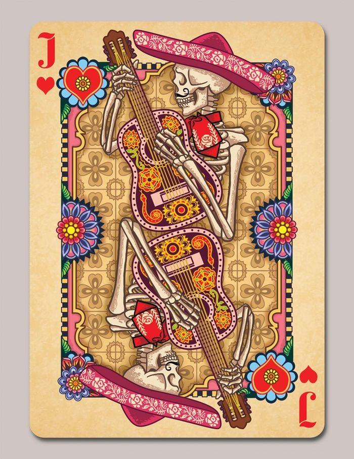 Baralho baseado no Dia dos Mortos celebrado no México. Carta exuberantemente decorada, cheia de cor e flores, tal como as decorações feitas neste dia.