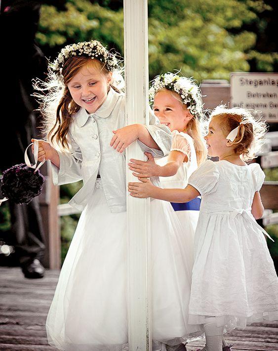 Kinder-Spielebox - Kindern wird bei der Hochzeit schnell langweilig, wenn ein formelleres Fest sein soll und die kleinen Gäste nicht draußen toben können. Aus diesem Grund haben wir eine Kinder-Spielebox erstellt. Für jedes Alter gibt es Spiele, Ausmalbögen oder Mandalas, die die Kleinen eine zeitlang beschäftigen.