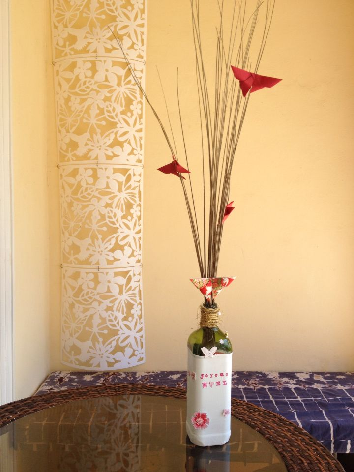 bouteille peinte et d cor e avec branches et papillons de papier deco pinterest papillons. Black Bedroom Furniture Sets. Home Design Ideas