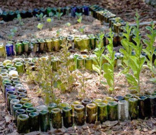 C mo decorar un jard n botellas de vidrio huerto - Decorar un jardin ...