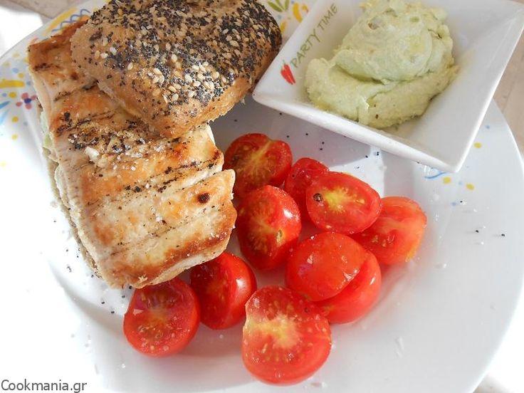 Burger με κοτόπουλο και μους φέτας με αβοκάντο - http://www.cookmania.gr/recipe/burger-%ce%bc%ce%b5-%ce%ba%ce%bf%cf%84%cf%8c%cf%80%ce%bf%cf%85%ce%bb%ce%bf-%ce%ba%ce%b1%ce%b9-%ce%bc%ce%bf%cf%85%cf%82-%cf%86%ce%ad%cf%84%ce%b1%cf%82-%ce%bc%ce%b5-%ce%b1%ce%b2%ce%bf%ce%ba%ce%ac%ce%bd/