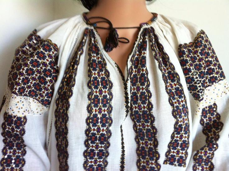 Vintage traditional Romanian blouse (IIE) -- 80 years old