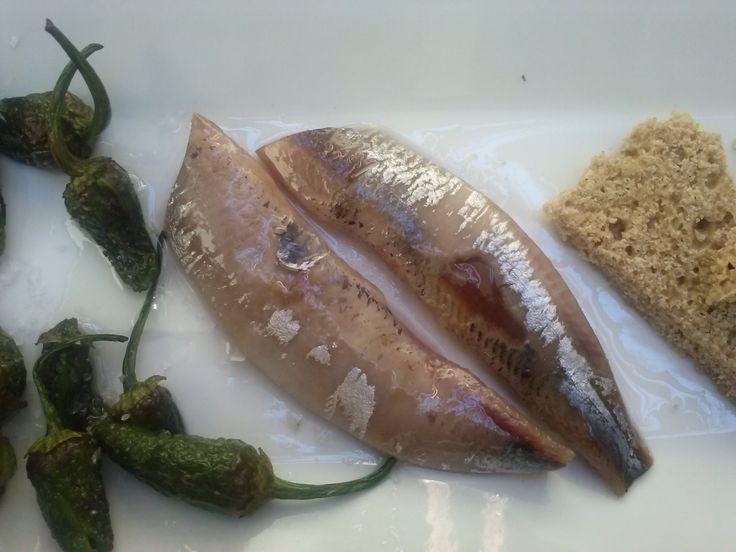 Sardina Marinada con Pimiento de Padrón y Pan de Cea