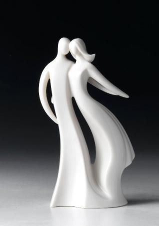 A Loving Anniversary porcelænsfiguren er en smuk gave til feks. bryllupsdagen. Fra amerikanske Circle of Love.