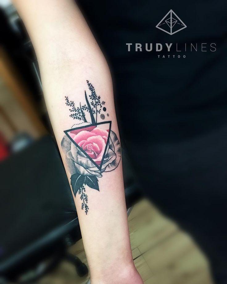 f063609a4fc99de9b04821806f03b861 line tattoos wrist tattoos