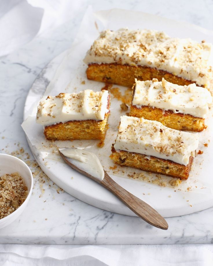 Gehört zu Ostern einfach dazu: Carrot cake mit Frosting | http://eatsmarter.de/rezepte/carrot-cake-mit-frosting
