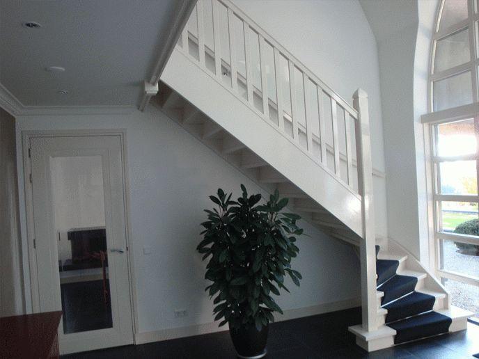 Dichte trap op bloktrede  met onderkwart.