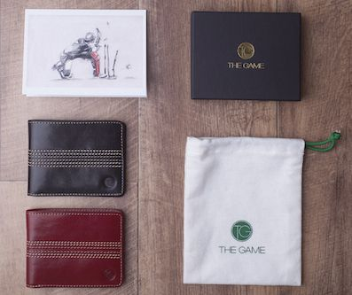 Each wallet comes with a free, limited edition illustrated gift card, as well as with gift box and cotton pouch.