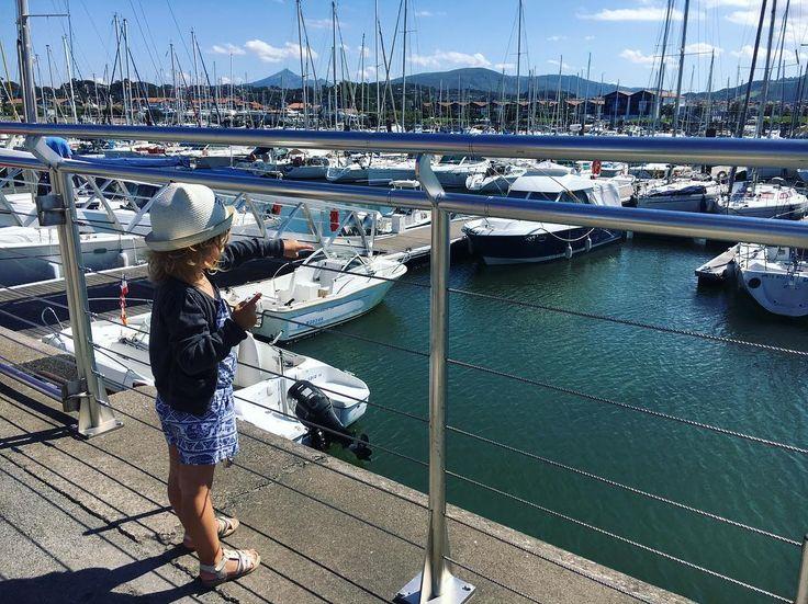 Une belle journée d'été à Hendaye  Au programme : plage et bateau pour aller à Fontarrabie en Espagne  #pic #picoftheday #kids #mum #mummy #mumblogger #blogger #blogueuse #hendaye #paysbasque #espagne #bateau #port #ootd