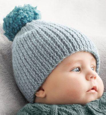 Bonnet bébé à pompon.