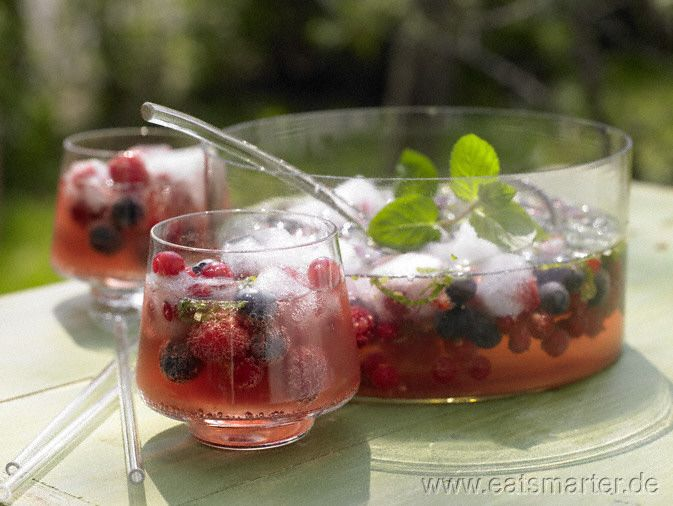 Beeren-Bowle mit Tonic und Sekt - smarter - Kalorien: 135 Kcal | Zeit: 150 min. #party
