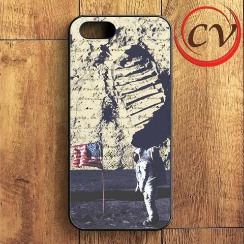 Astronaut Onthe Moon iPhone SE Case