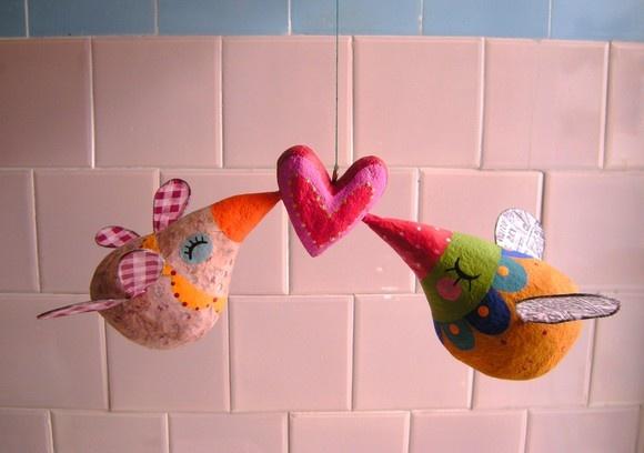 Um lindo móbile de papel maché! Dois passarinhos apaixonados! Dê de presente para seu amor! R$400,00